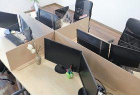 Продукт на фокус: Предпазни панели за бюро